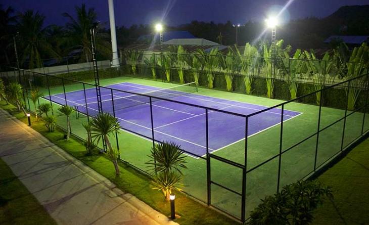 tennis bane med lys